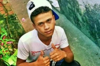 Adolescente assassinado a tiros quando bebia na frente de casa com amigos