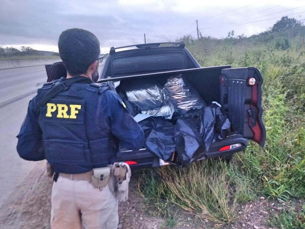 PRF apreende caminhonete roubada com 173 Kg de maconha em São Caetano