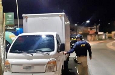 Dois homens são detidos com caminhão roubado em São Lourenço da Mata