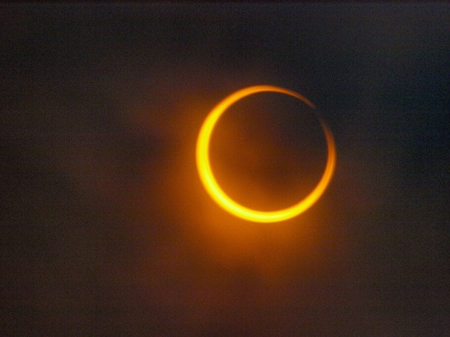 Eclipse solar acontecer neste domingo (21), mas brasileiros não irão ver