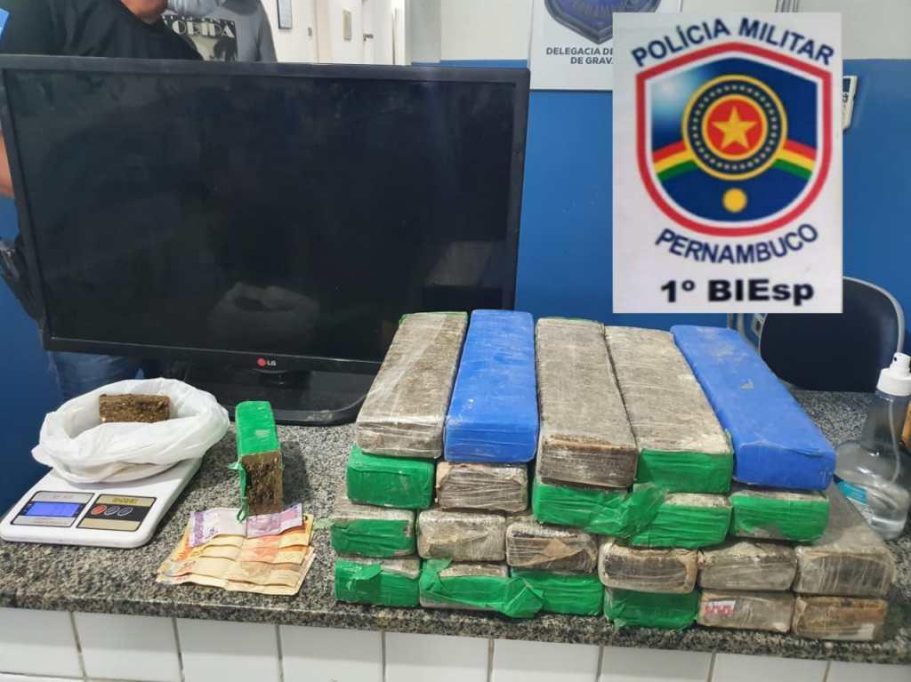 Gravatá: mulher presa pelo BIEsp portando 22 tabletes de maconha no Maria Auxiliadora