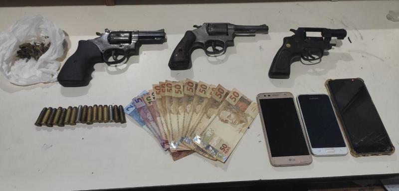 PM apreende armas e drogas em Abreu e Lima