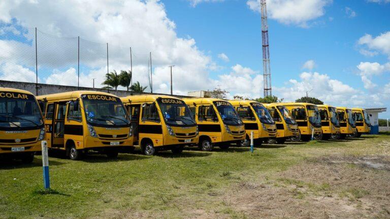 Prefeitura de Chã Grande garante reforço na frota municipal com mais sete ônibus escolares