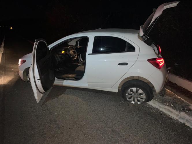 Policiais militares recuperam veículo roubado e apreendem submetralhadora em Salgueiro