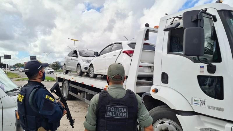 Quatro suspeitos de roubar caminhão são detidos e reféns são libertados em Jaboatão dos Guararapes