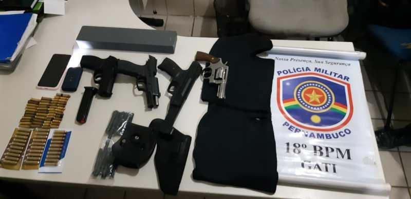 Cabo: Polícia Militar apreende duas armas de fogo e duas armas de brinquedo