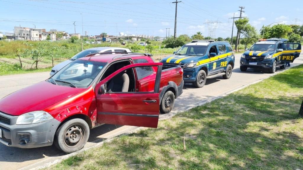 PRF recupera três veículos roubados durante operação no Grande Recife
