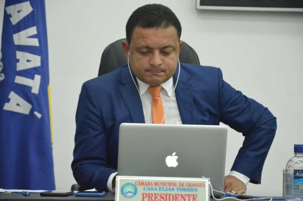 Presidente da Câmara de Gravatá conduz com firmeza reunião que votou prestação de contas
