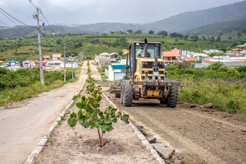 Gravatá: continua operação de recuperação de ruas e estradas da cidade