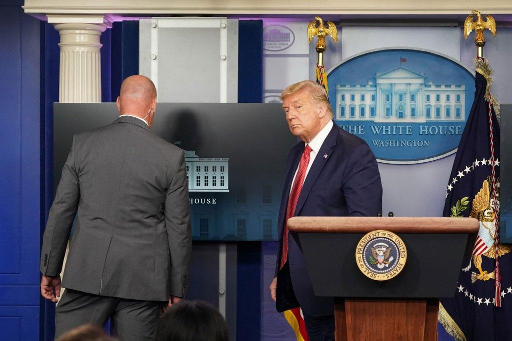 Trump abandona entrevista após tiroteio em frente da Casa Branca