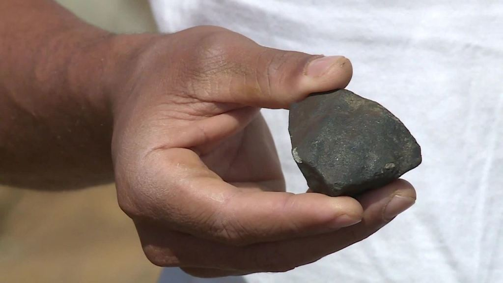 Caçadores de meteoritos pagam até R$ 100 mil por pedra no interior de Pernambuco