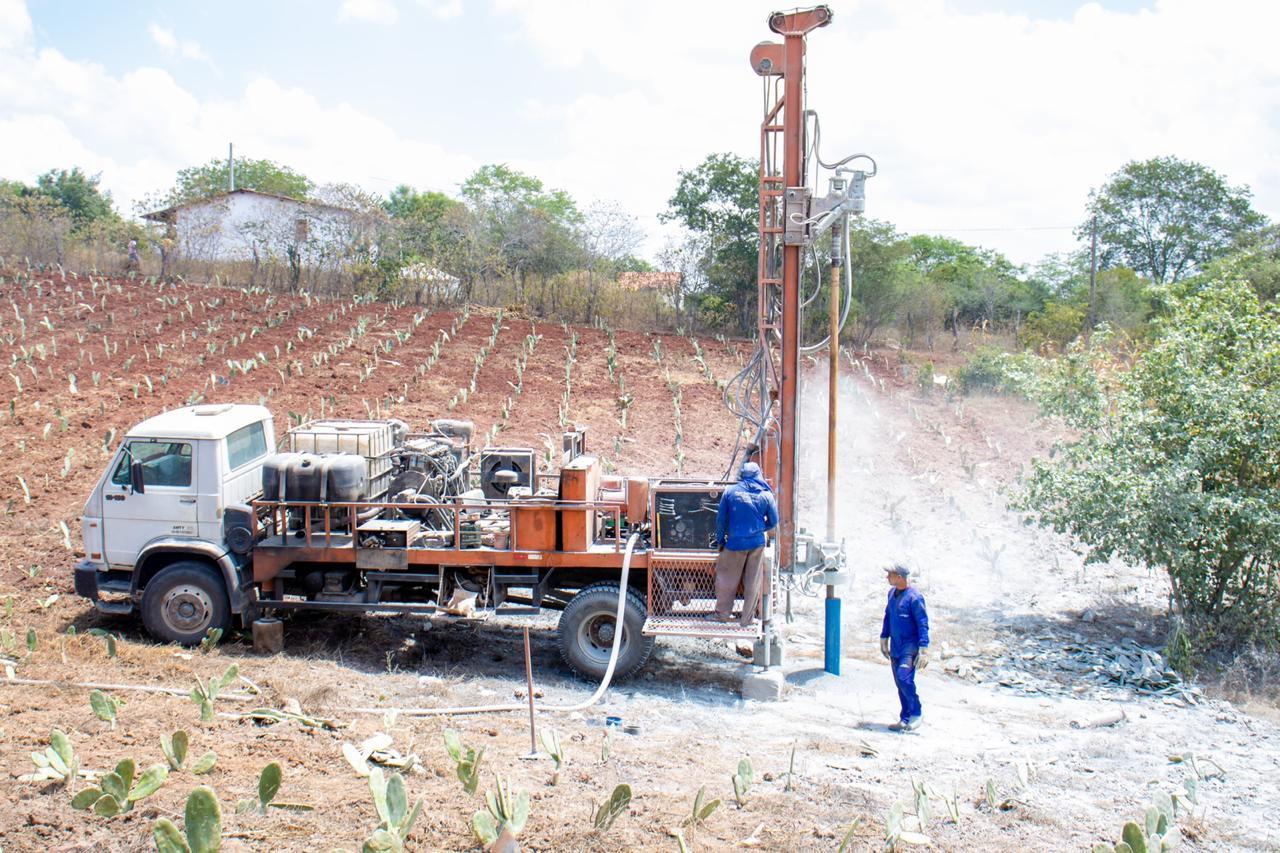 Prefeitura de Gravatá inicia abertura de poços nos sítios Várzea Grande e Tarrafas