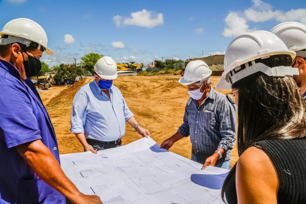 Joaquim Neto acompanha andamento de obra de escola municipal de tempo integral