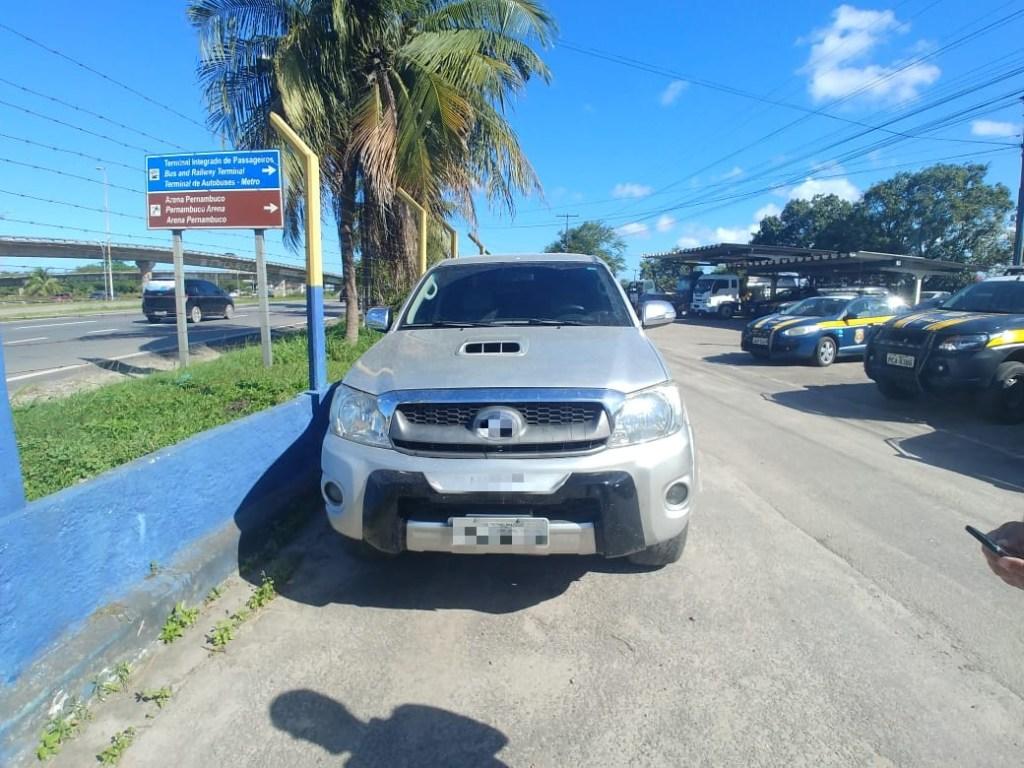 Caminhonete furtada há dois dias em Petrolina é recuperada no Recife