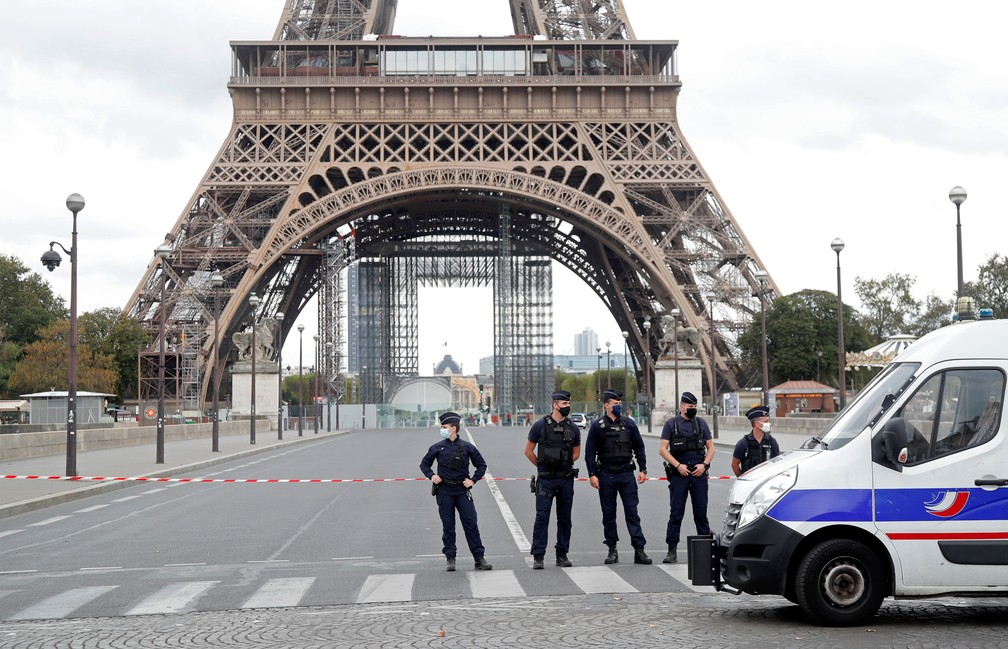 Principal ponto turístico de Paris é fechado após ameaça de bomba