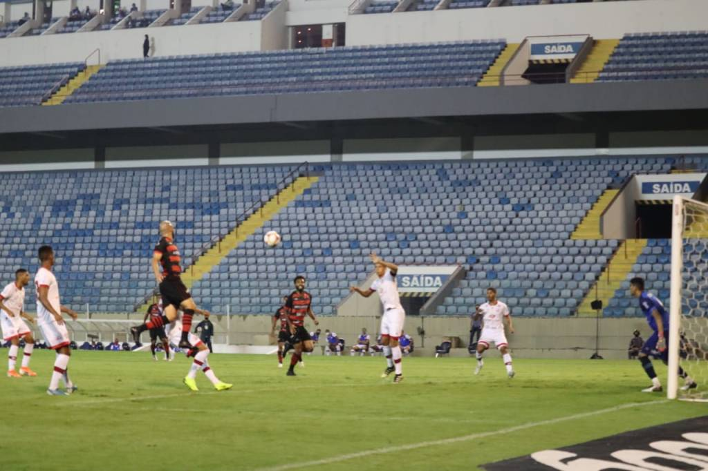 Kieza marca a favor do Náutico que vence o Oeste-SP por 1x0