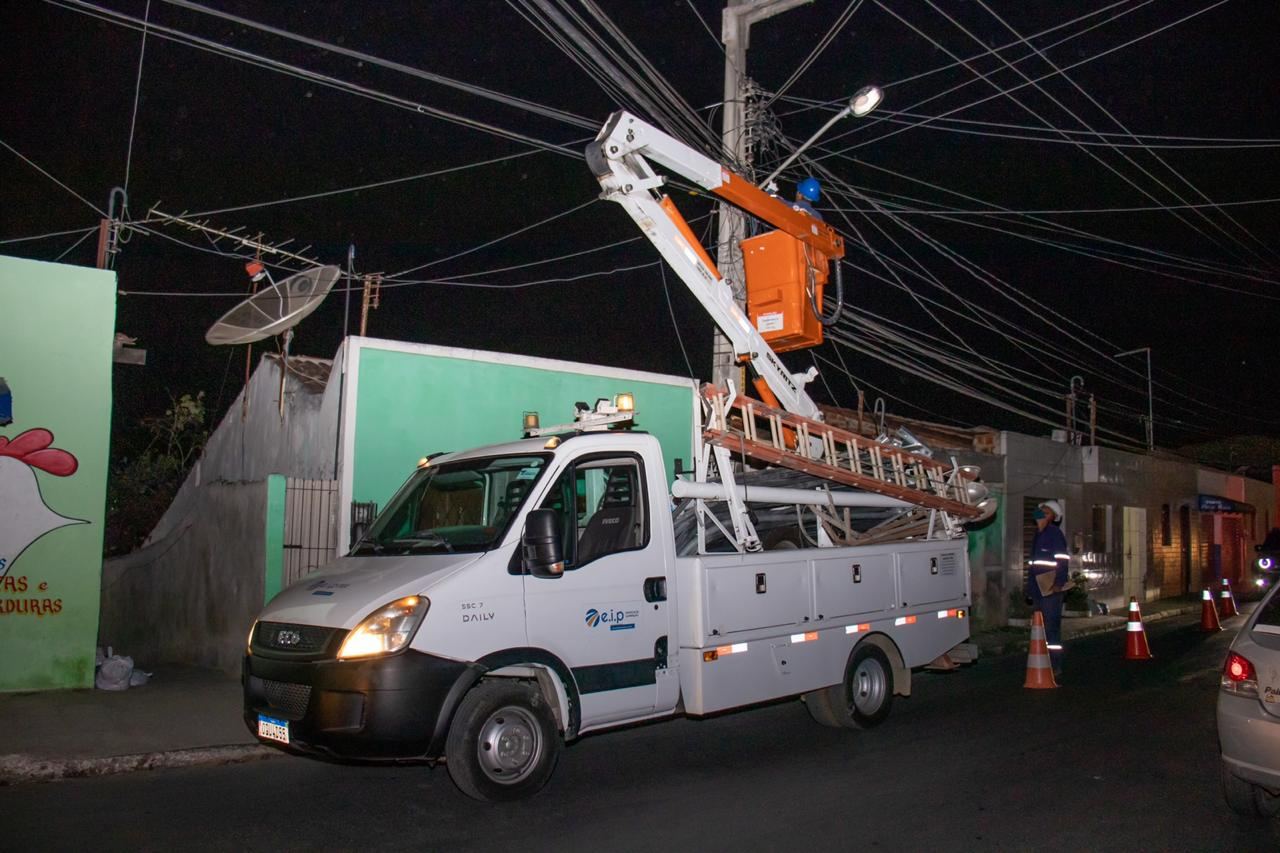 Prefeitura de Gravatá inicia serviço de troca e instalação de lâmpadas de LED em 110 ruas