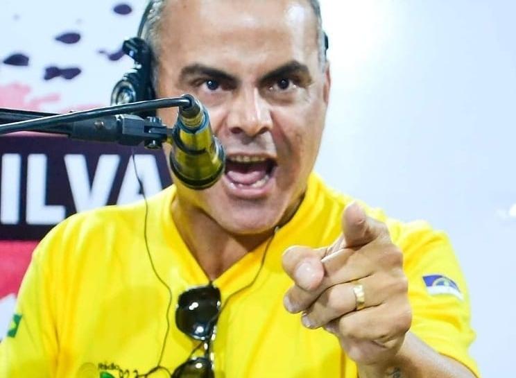 Jota Silva diz que foi abordado por Léo Giestosa dentro de estabelecimento comercial