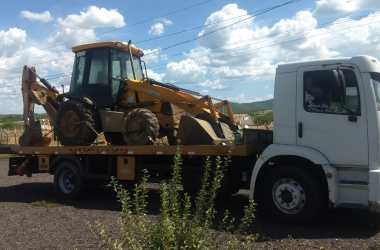 Restroescavadeira furtada ontem foi recuperada pela PRF na BR 232
