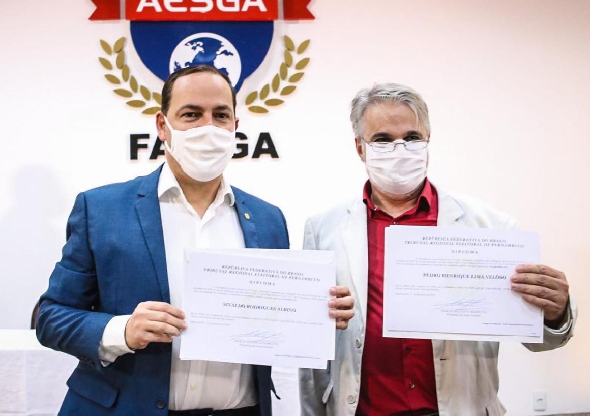 Sivaldo Albino e Pedro Veloso são diplomados em Garanhuns