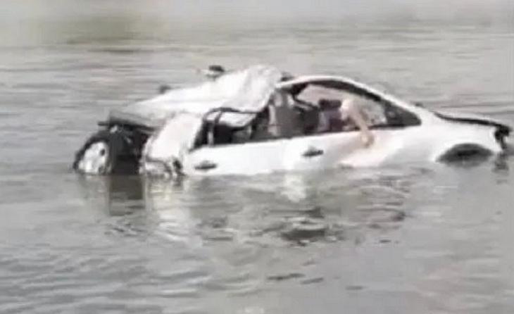 Terrível: carro cai em açude e mata três jovens no interior de Pernambuco