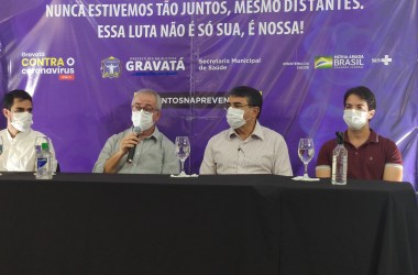 Gravatá dá início a campanha de vacinação contra a Covid-19; primeira pessoa é vacinada na cidade