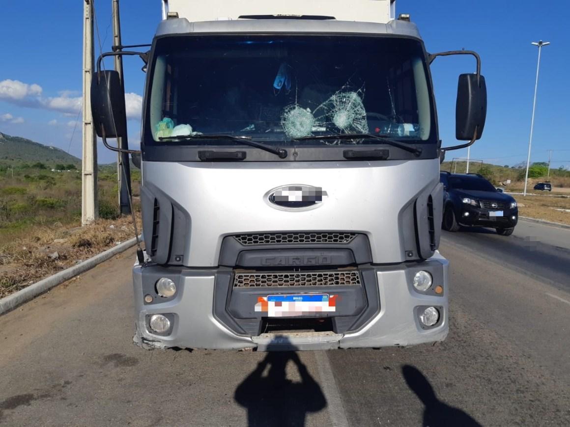 Suspeito de arremessar pedras em veículos é detido em Caruaru