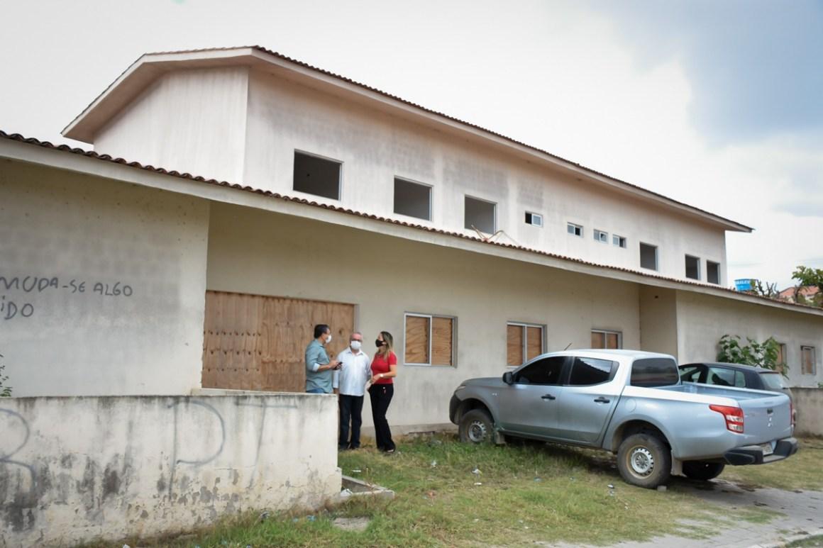 Prefeito de Gravatá visita instalações do prédio da UPA
