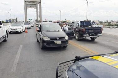Motorista desmaiado é resgatado na ponte Presidente Dutra em Petrolina