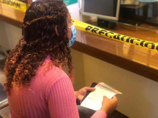 Jovem de 19 anos que havia sido enganada e mantida em cárcere privado na Bolívia vai retornar ao Recife