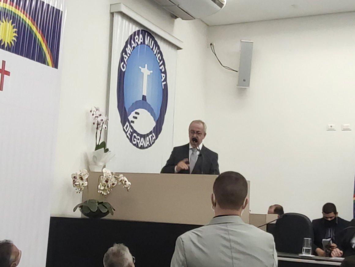 """""""Gravatá não merece migalhas"""", diz padre Joselito em cerimônia de sua posse como prefeito"""