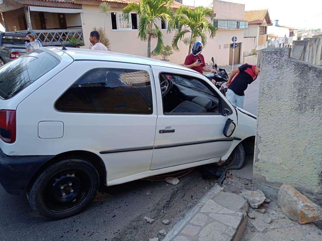 Acidente envolvendo carro é registrado em Gravatá