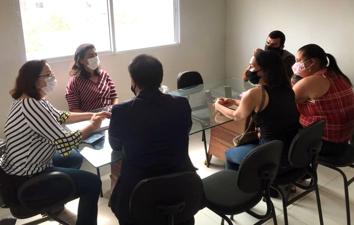 Secretaria de Assistência Social e Juventude recebe comissão de famílias contempladas pelas casas populares em Gravatá