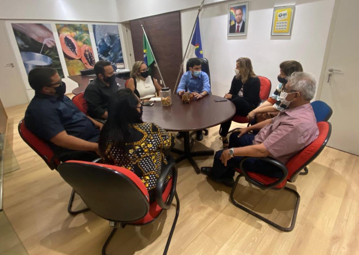 Deputada Alessandra Vieira visita secretarias estaduais com prefeitos de Catende e Quixaba