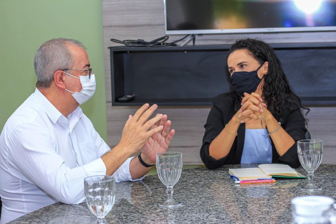 Prefeito padre Joselito realiza visita de cortesia à prefeita de Bezerros Lucielle Laurentino