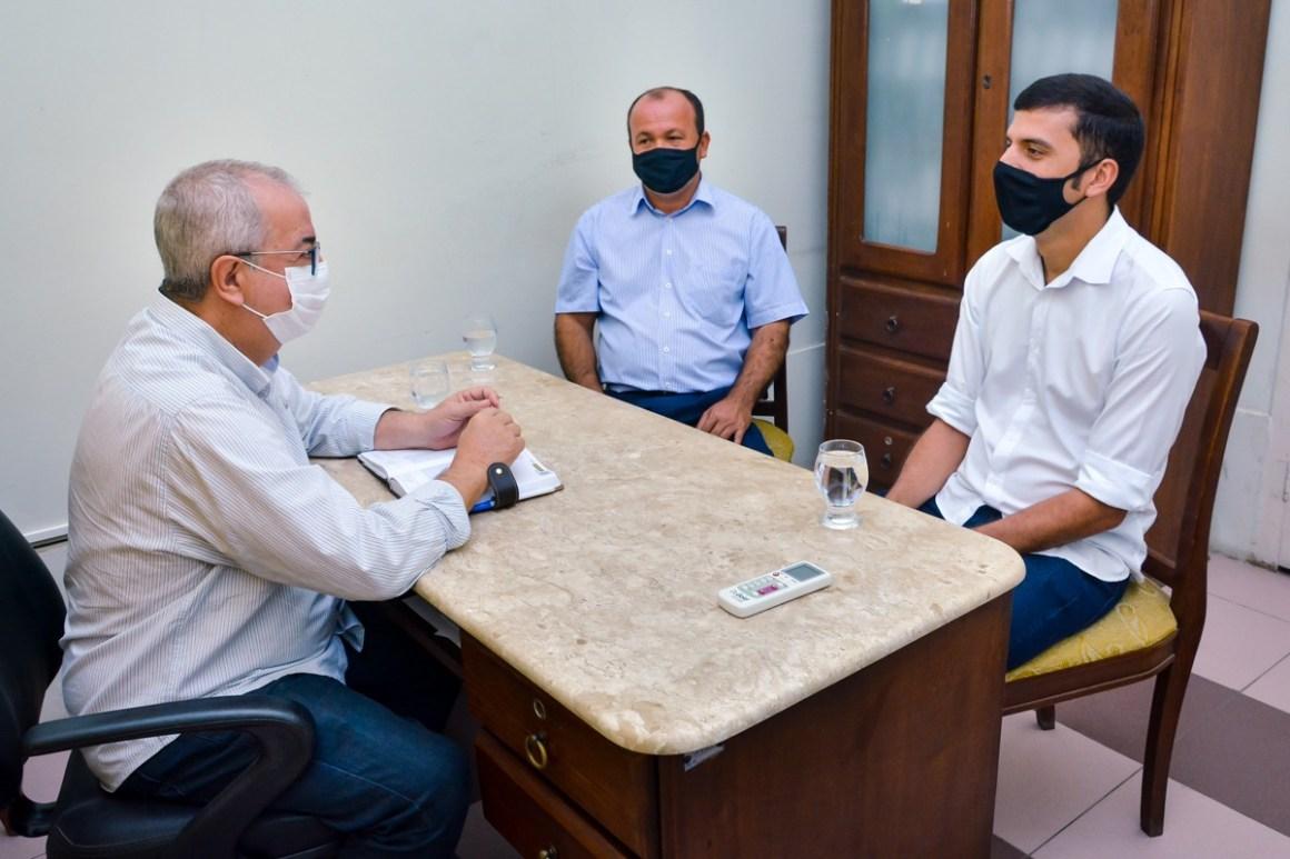 Prefeito de Gravatá recebe visita de cortesia do prefeito da cidade de São Joaquim do Monte, Duguinha Lins