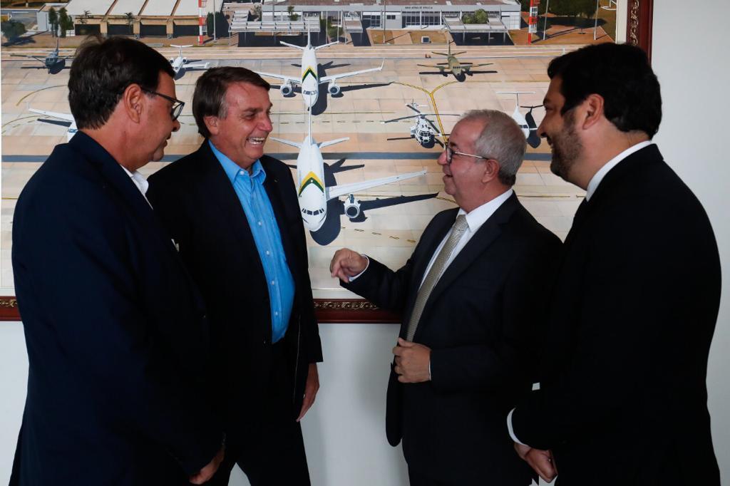 Prefeito de Gravatá se encontra com presidente Bolsonaro e Ministro do Turismo