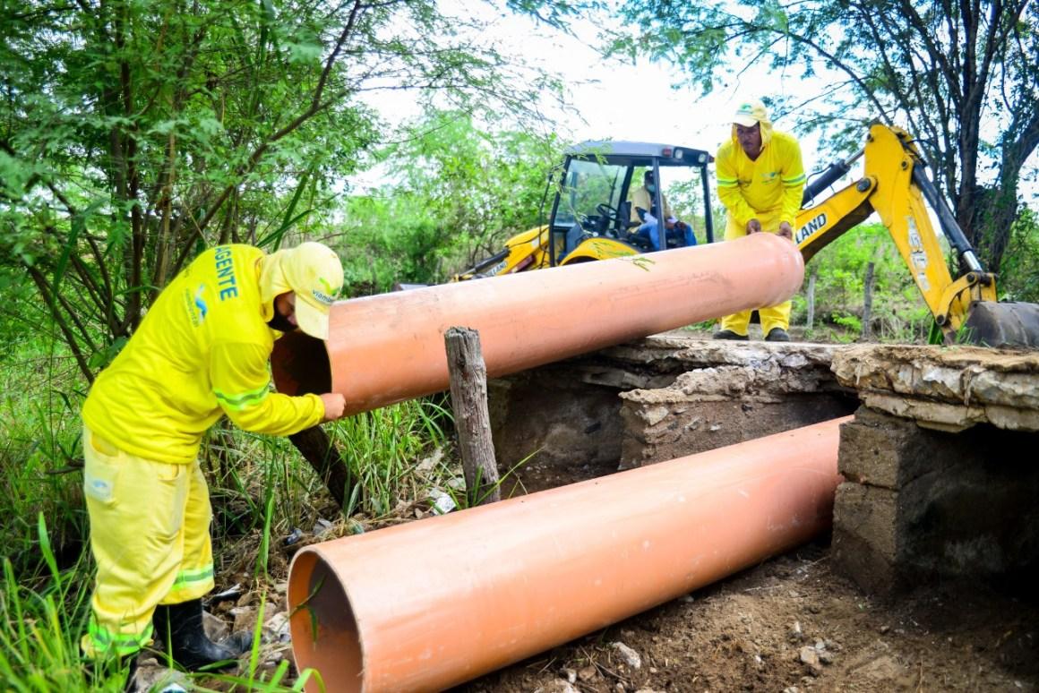 Gravatá: Prefeitura realiza manutenção no bueiro em estrada do Sítio Carapotós