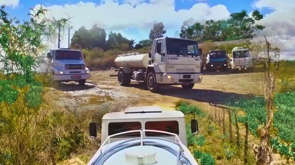 Arcoverde ganha 10 caminhões pipa para abastecimento da zona rural