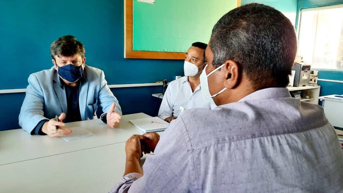 Recife: Vereador Tadeu Calheiros visita sede do SATENPE e debate pautas da saúde