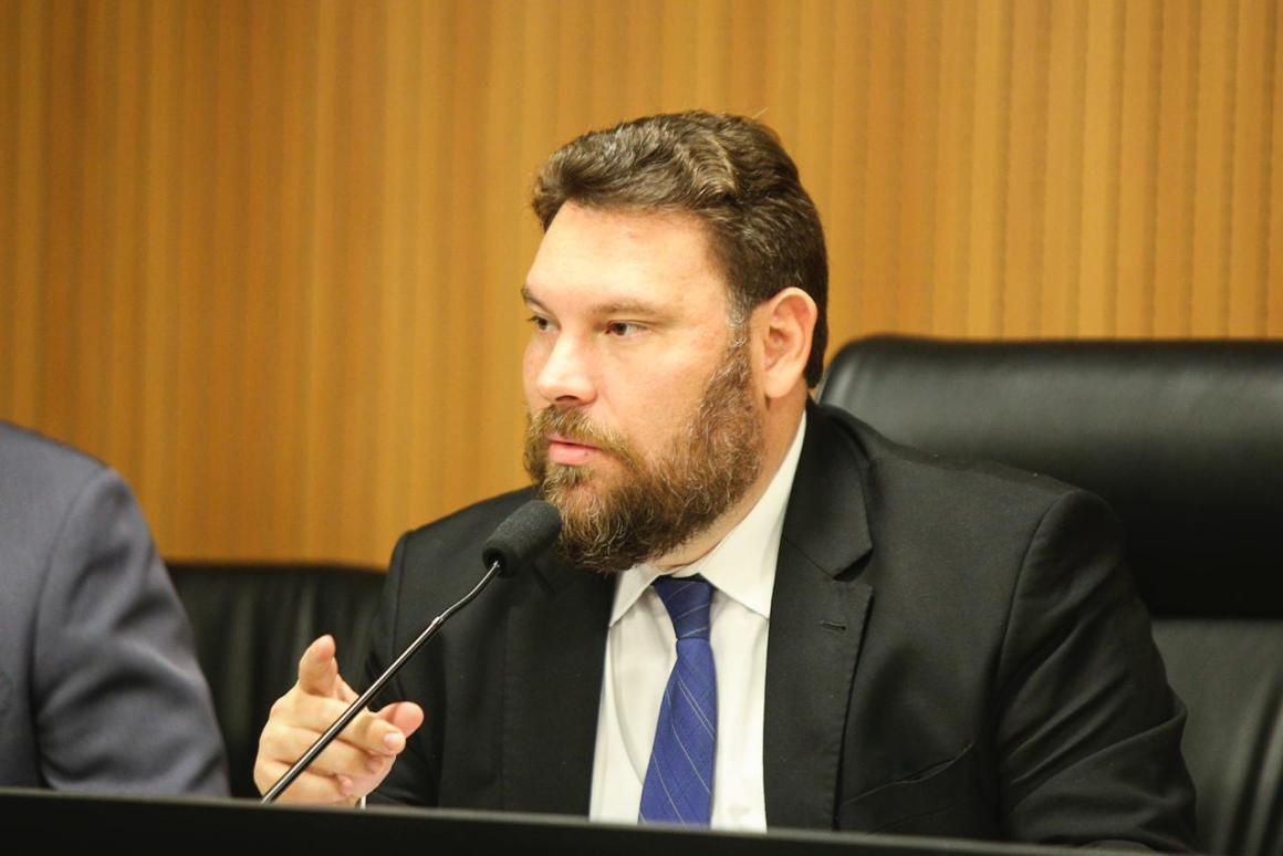 Wanderson pede ao Governo de Pernambuco informação sobre acompanhamento de crianças órfãs em decorrência da covid-19