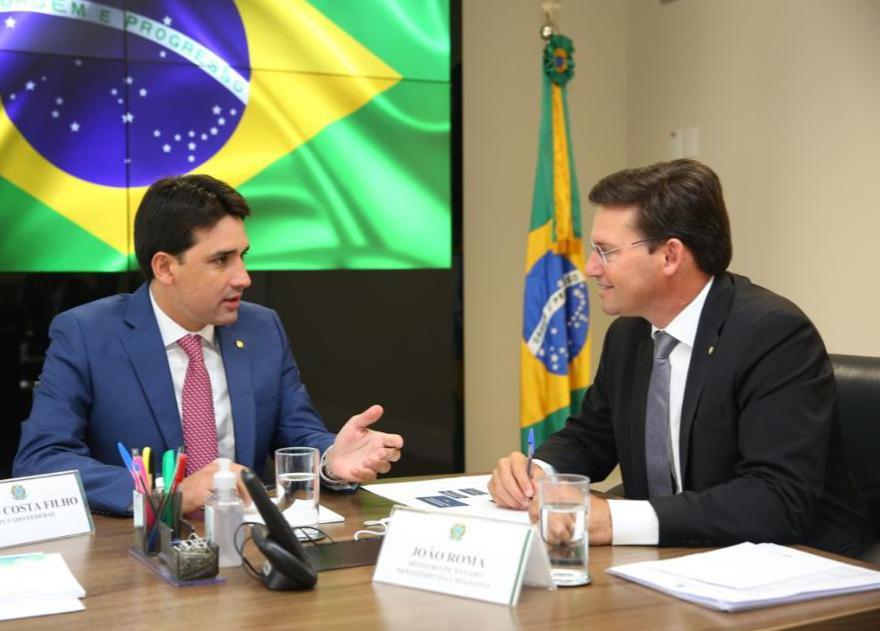 Ministro João Roma e Silvio Costa Filho discutem ações para os municípios de Pernambuco