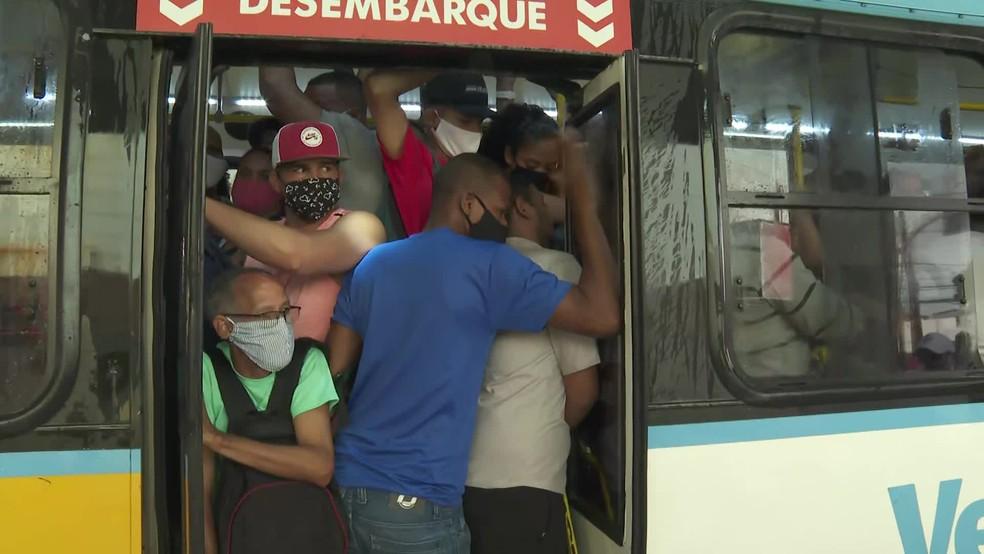 Pernambuco aprova projeto que proíbe passageiros em pé nos ônibus