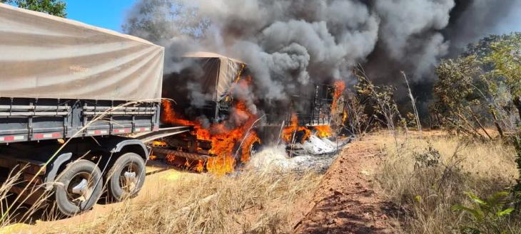 carreta pega fogo motorista morre