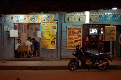 """Wieczorem docieramy do """"bramy dżungli"""" - miasteczka Satipo. (Fot. Joanna M. Chrzanowska)"""