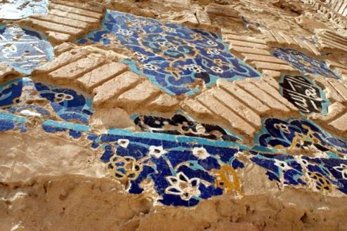 Resztki zdobień Błękitnego Meczetu w Tabrizie. (Fot. Tomek Mazur)