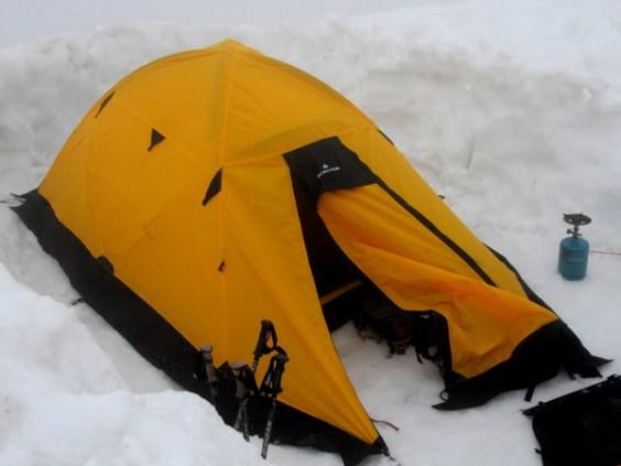 Biwak na grani lodowca Gouter. (Fot. Wiktor Rozmus)