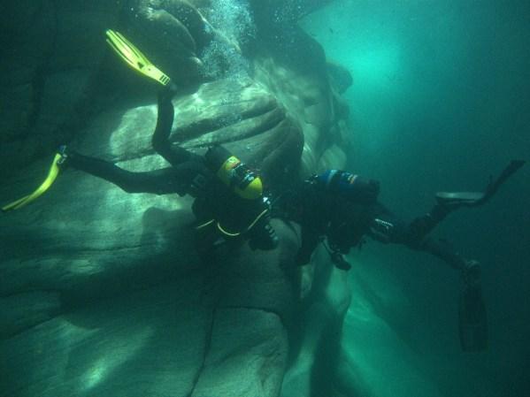 W Matscherjochsee, najwyżej położonym jeziorze Europy, ekipa dokonała pionierskiego nurkowania. (www.wyprawy.az.pl)