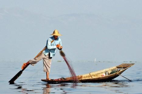 Birma - łódź na jeziorze Inle