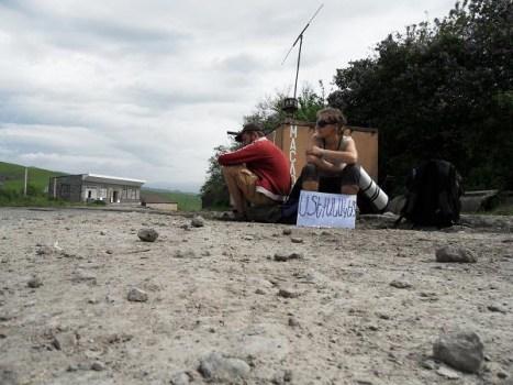 Autostop w Armenii można by uznać za prawnie obowiązujący środek transportu. (Fot. www.klapkikubota.com)